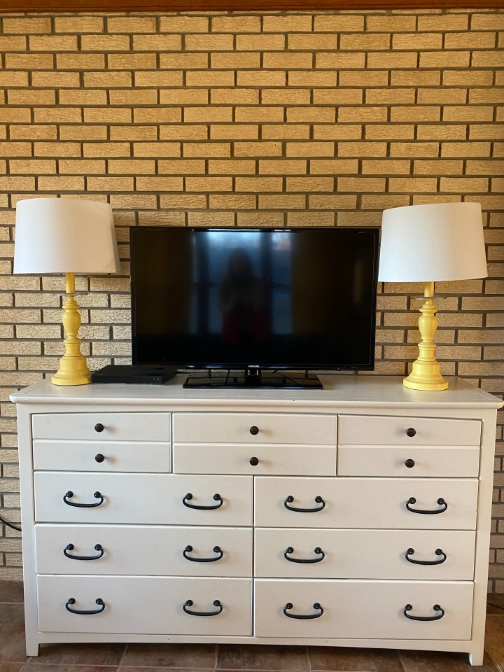 How to Breathe New Life into an OldDresser